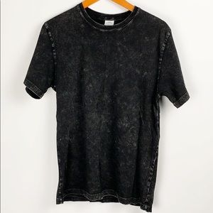 Urban Outfitters Distressed Tee Size Medium